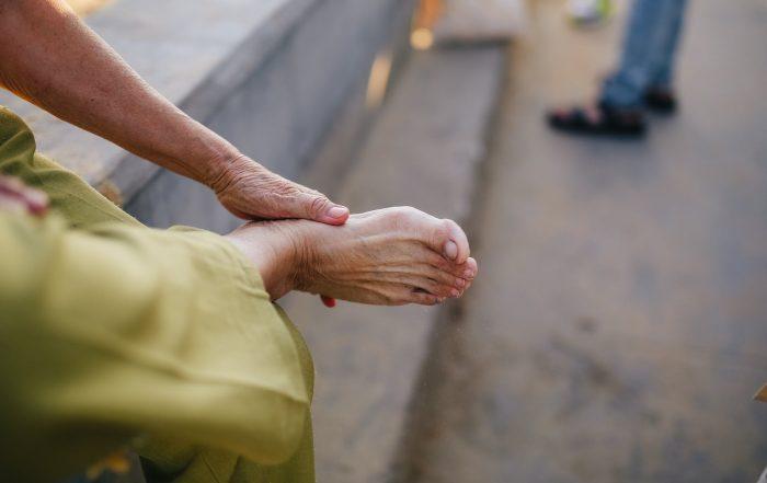behandla stukad fot